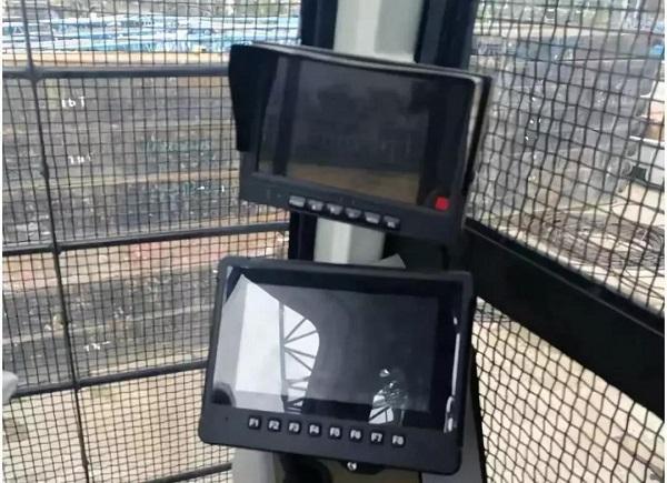 硕博电子7寸显示屏在宇通重工强夯机上的应用